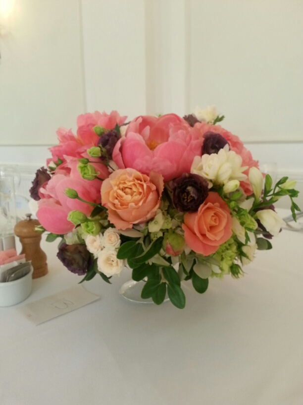 The-Brides-colour-was-Coral-the-choices-were-the-florists-11
